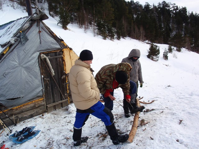 Заготовка дров для будущих постояльцев Ветреного