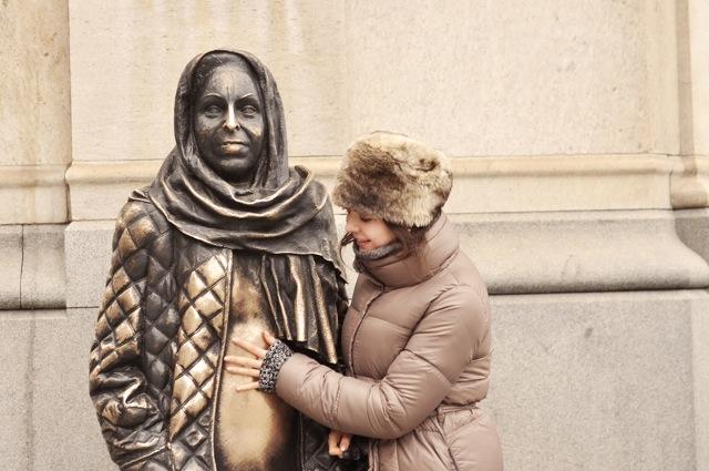 Mar Krook statue 2