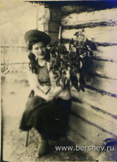 Анна Холмогорова на даче. Чита