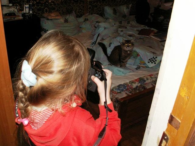 Анютыч фотографирует кошку