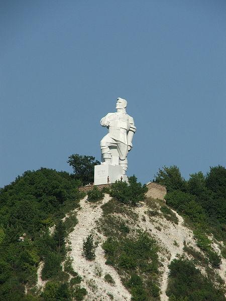 450px-Памятник_Артему2
