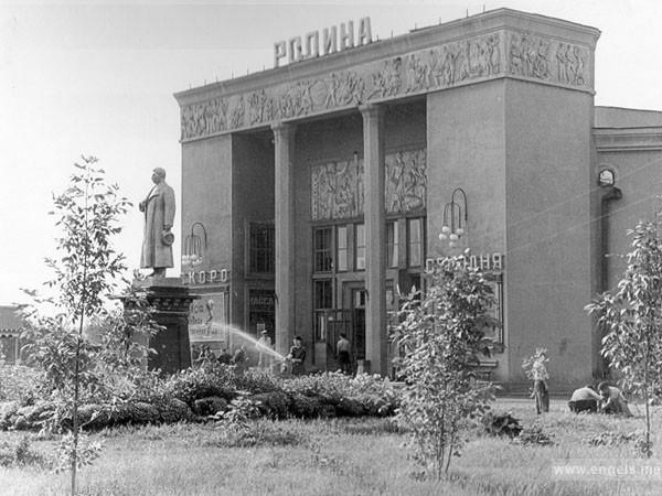 В декабре 1938 года торжественно открылся новый красивый кинотеатр Родина на 500 мест, до сих пор один из лучших кинотеатров Саратовской области.