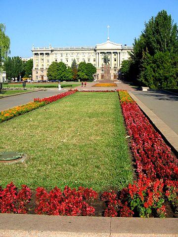 360px-Площадь_у_администрации_(Николаев)