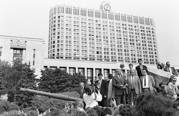 v-1941-m-tanki-guderiana-ne-prorvalis-k-moskve-v-1991-m-sovetskie-tanki-vzyali-moskvu-bez-boya-8523