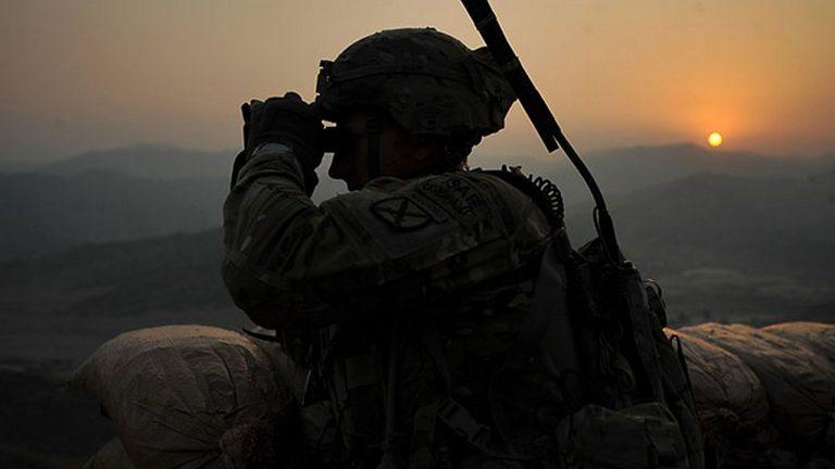 soldat-ssha-binokl-768x432