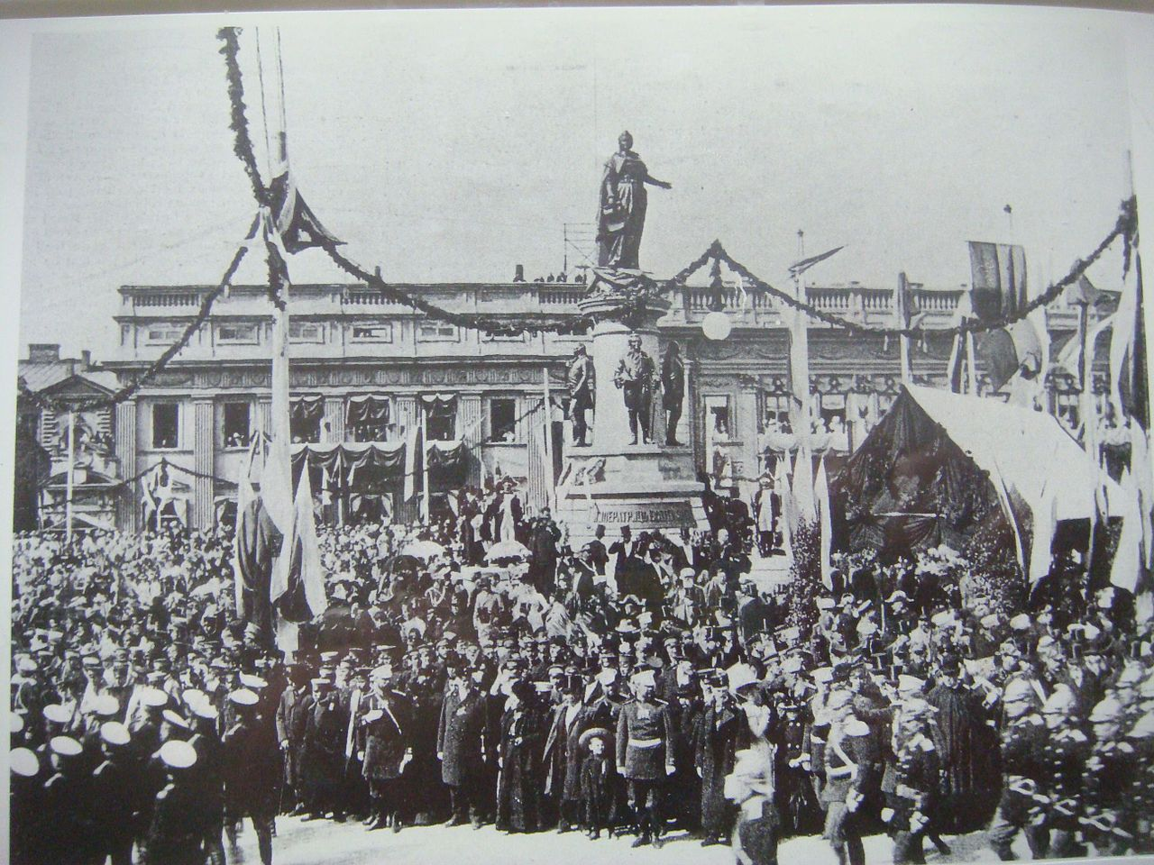 1280px-Monument_to_Catherina_the_Great_grand_opening_1900_Odessa