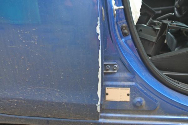 След удара передней двери о заднюю при аварии.JPG
