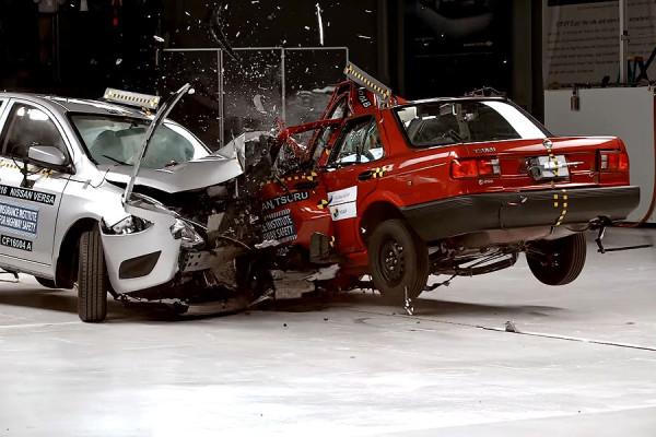 Nissan-Tsuru-vs-Verso.jpg