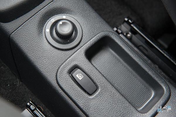8-Nissan-Almera.jpg