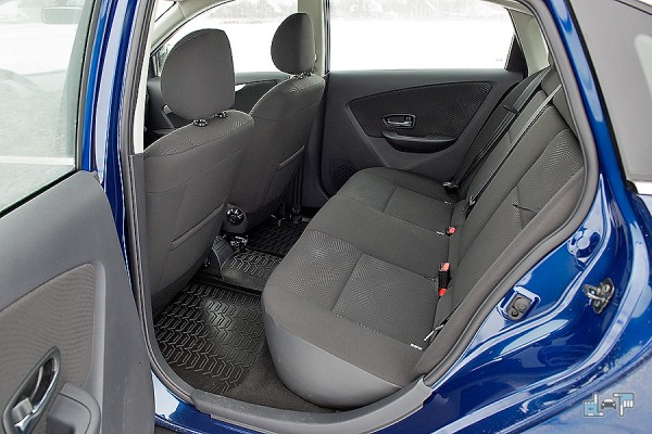 11-Nissan-Almera.jpg