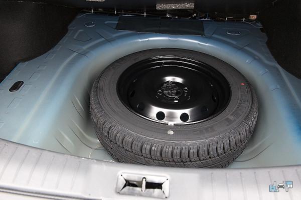 13-Nissan-Almera.jpg