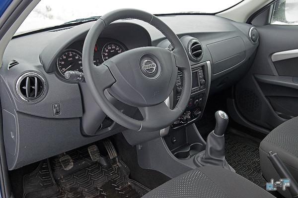 16-Nissan-Almera.jpg