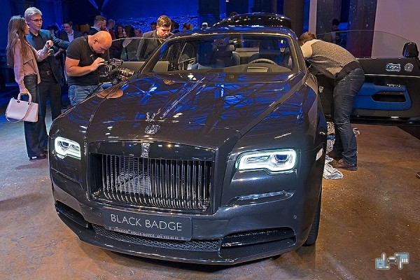 6-Rolls-Royce-Wraith-Black-Badge.jpg