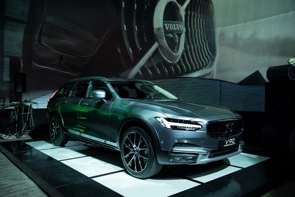 1-Volvo-V90-Cross-Country.jpg