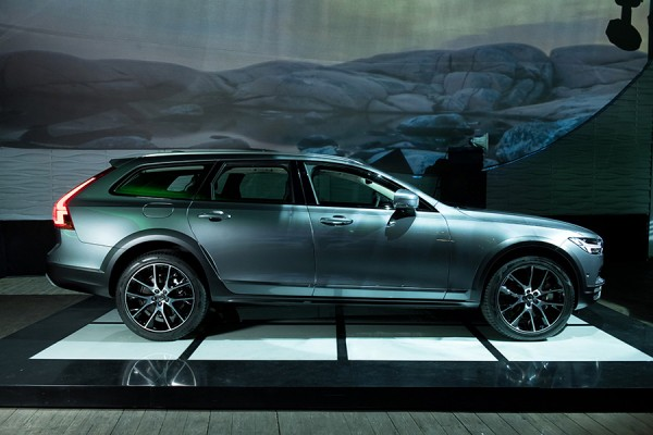 3-Volvo-V90-Cross-Country.jpg