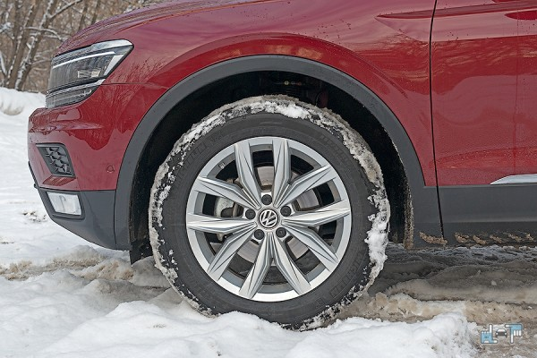 1-michelin-latitude-x-ice.jpg