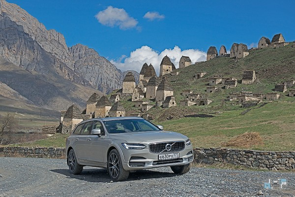 2-volvo-v90-cross-country.jpg