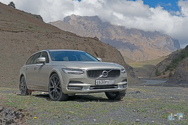 5-volvo-v90-cross-country.jpg