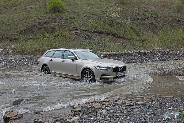7-volvo-v90-cross-country.jpg