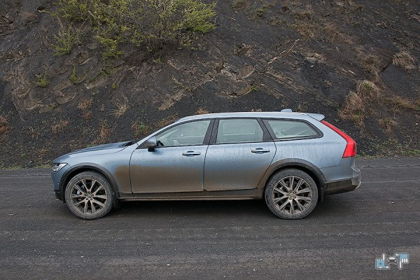 14-volvo-v90-cross-country.jpg