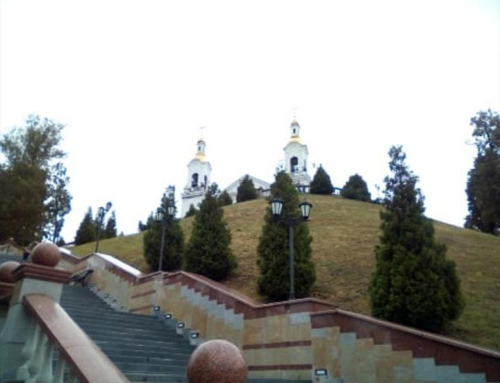 Вид на Успенский собор снизу