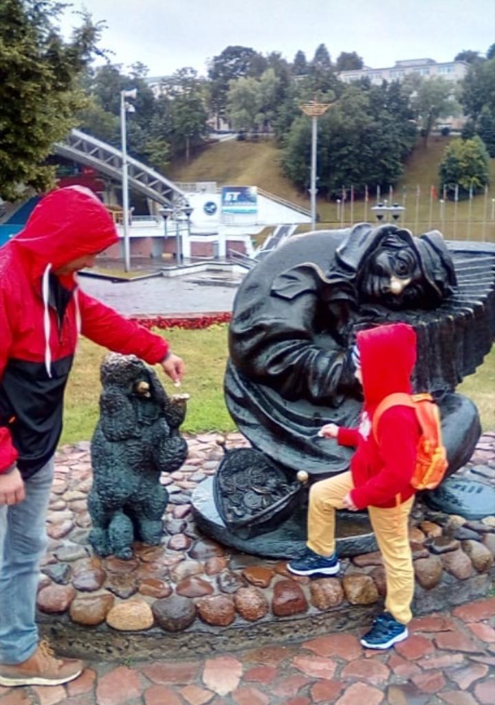 Чудесный памятник уличному клоуну