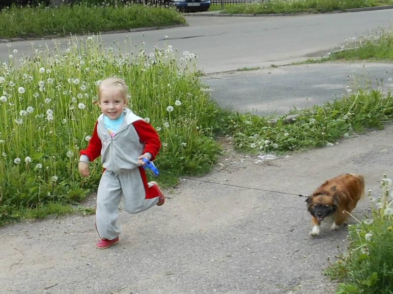 Аня и Боня на прогулке