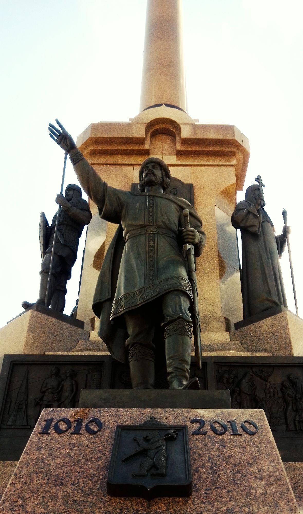 Памятник в честь 1000-летия Ярославля.