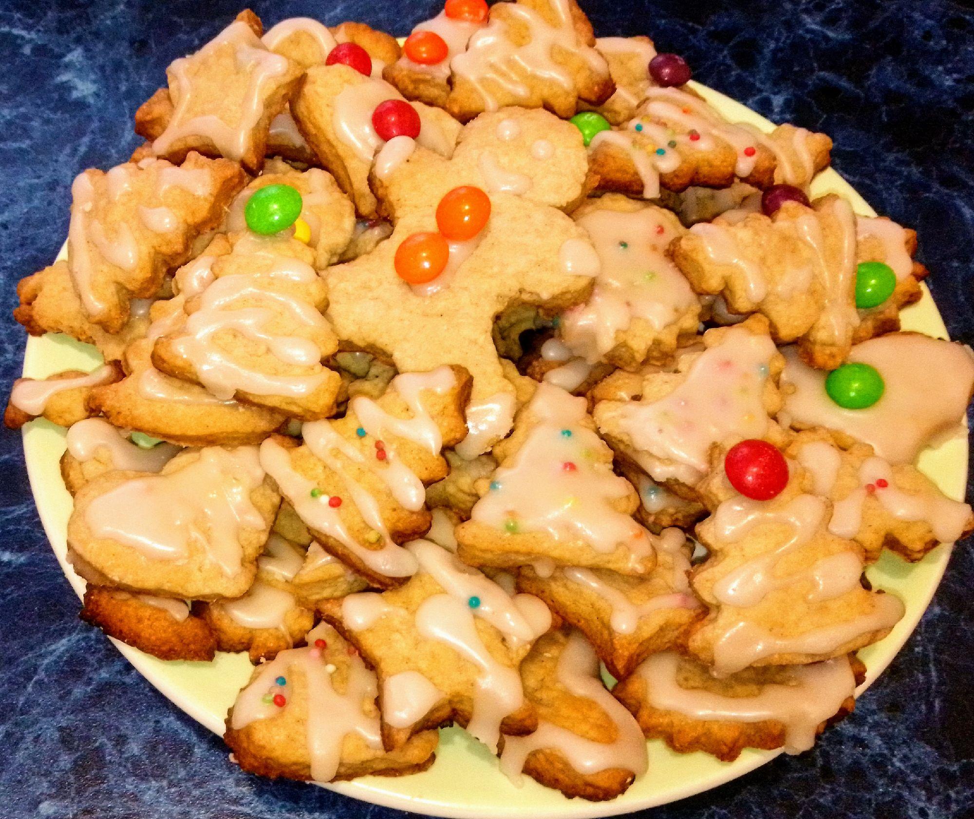 На вкус это оказалось бесподобно! Тарелку печенья умяли за один вечер!