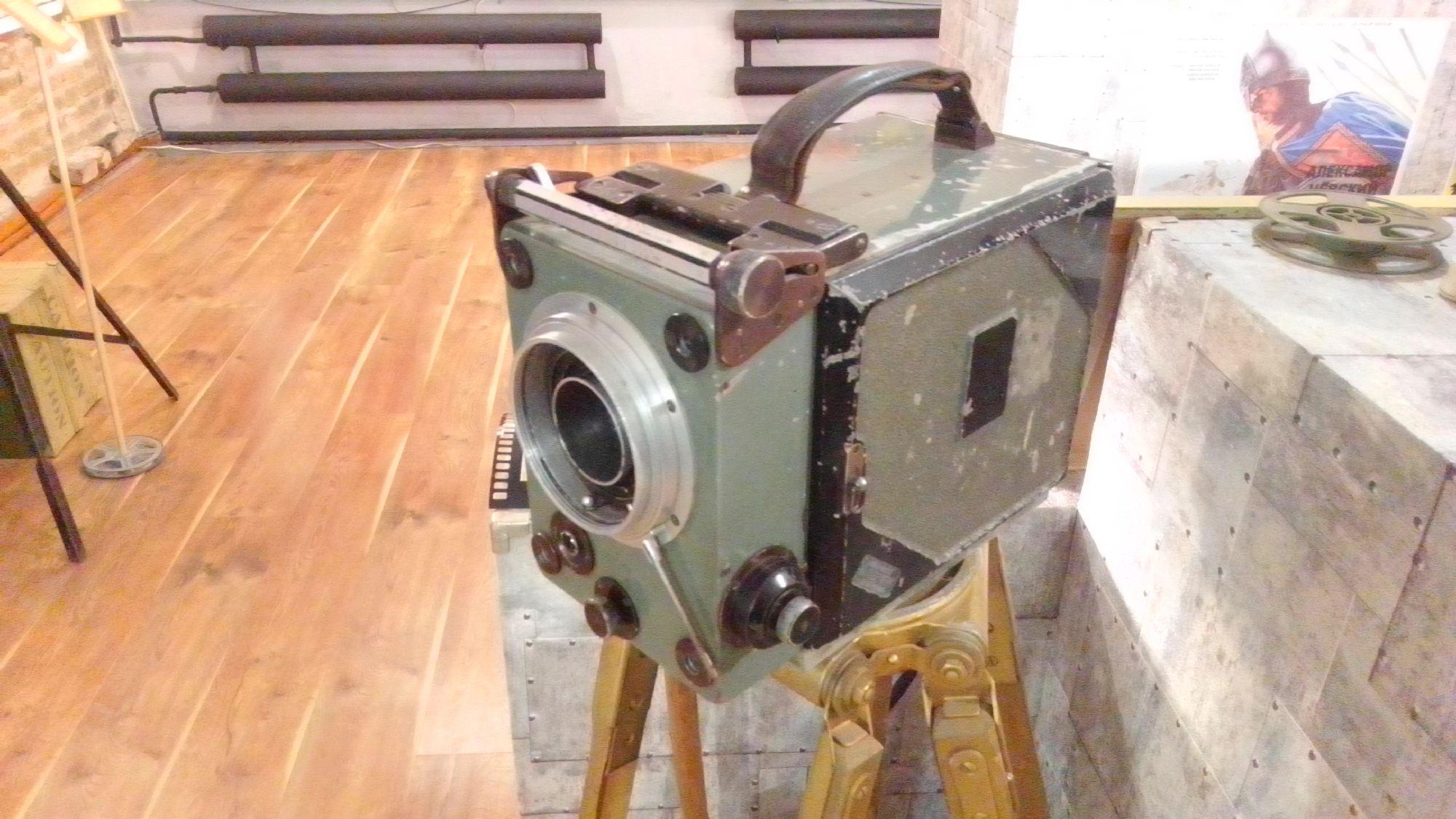 Профессиональная 35 мм кинокамера 1931 года