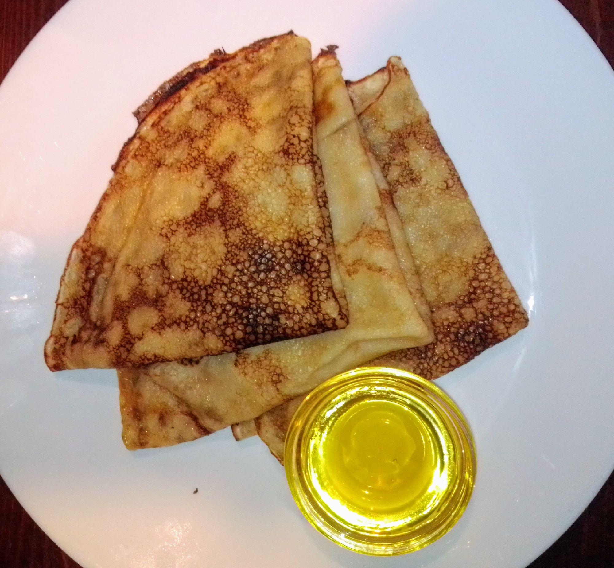 Порция блинов с мёдом всего 66 рублей