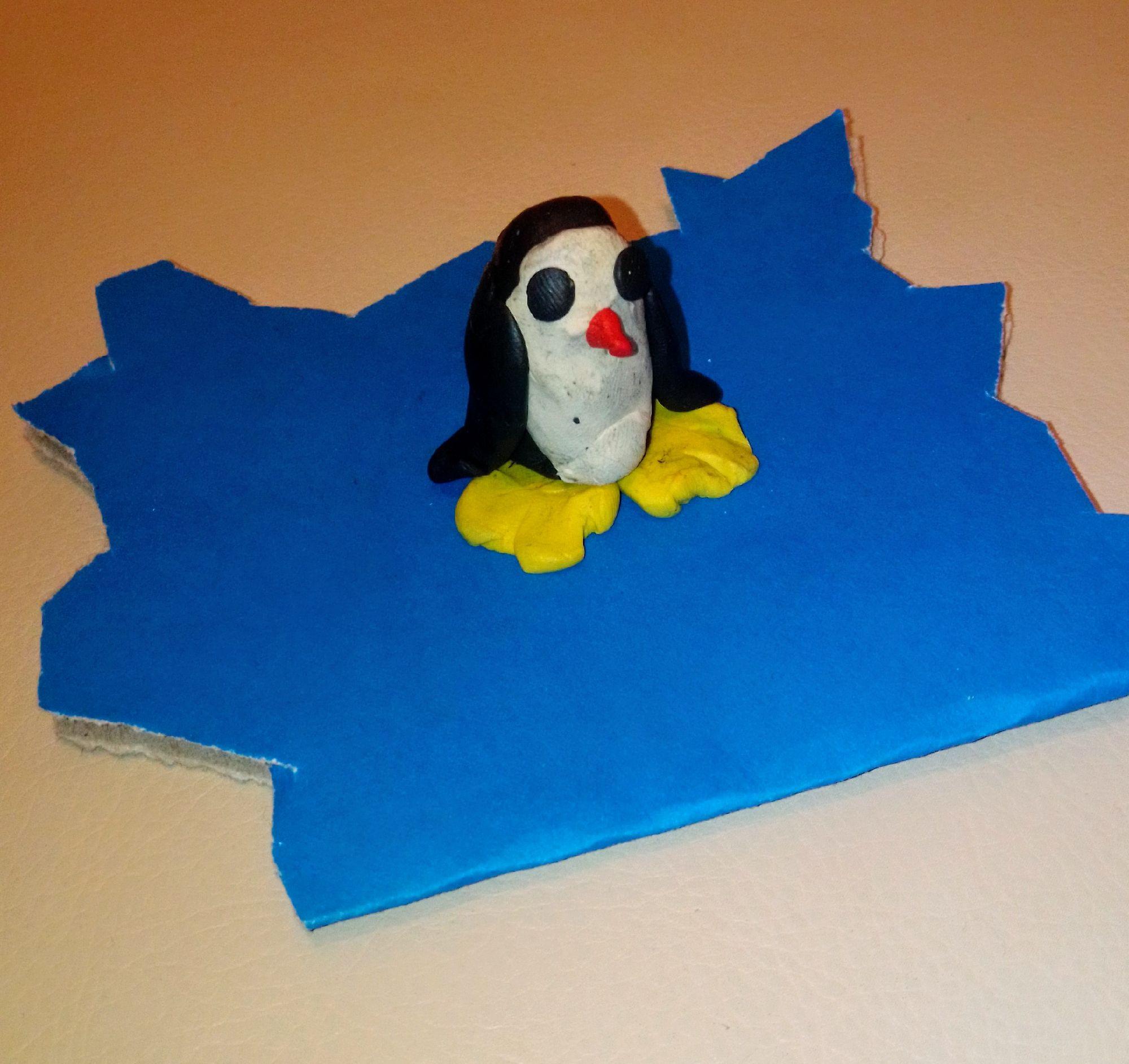 Саша слепил из обычного пластилина. Пингвин далек от идеала, но он здесь хотя бы угадывается без труда, чего раньше вообще не было.