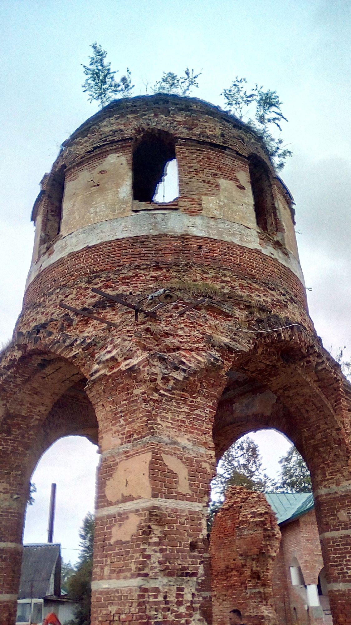 Феофилова Пустынь — руины Успенской Церкви