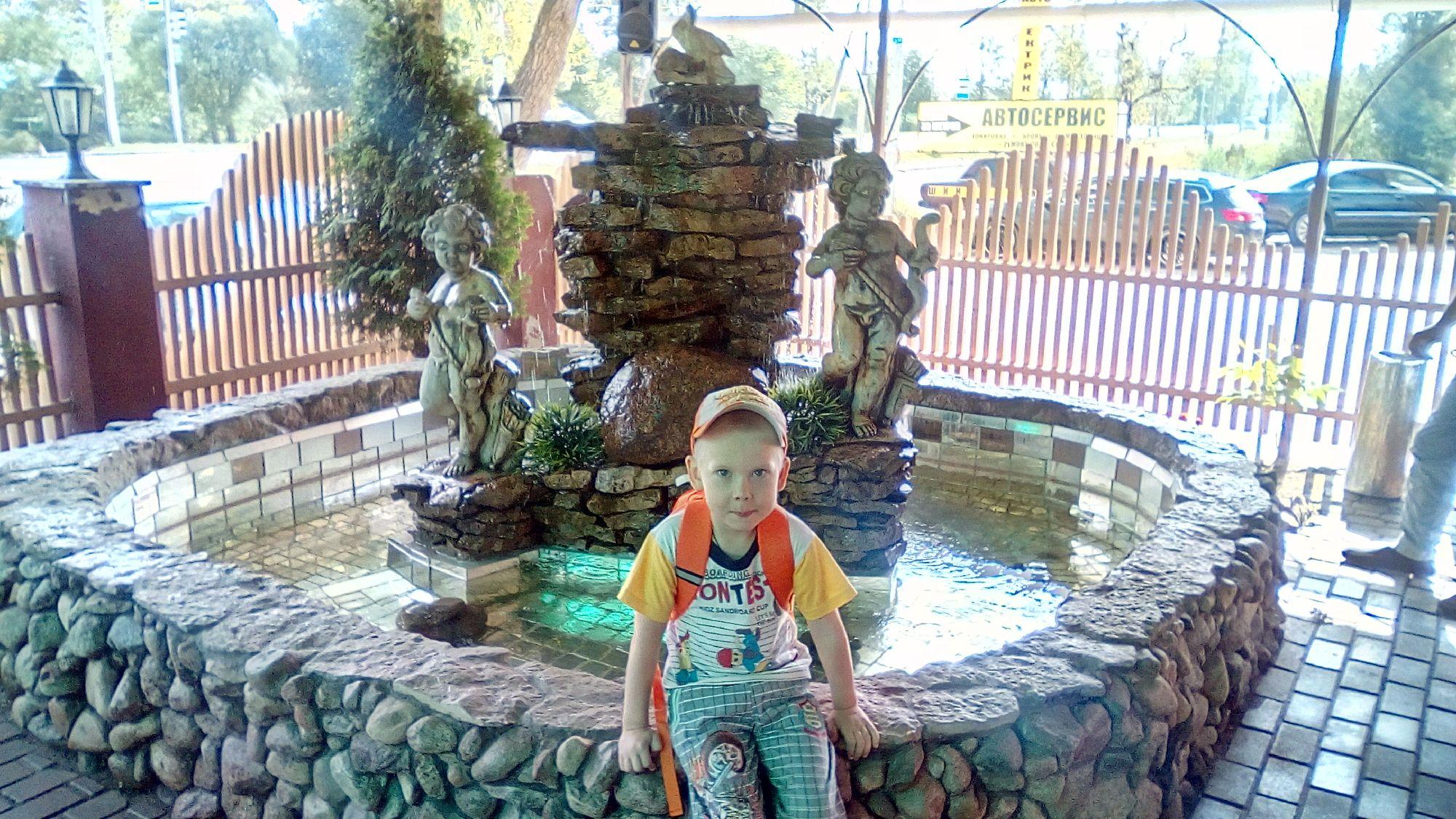 На территории гостевого дома мини-пруд открытый аквариум с рыбками!