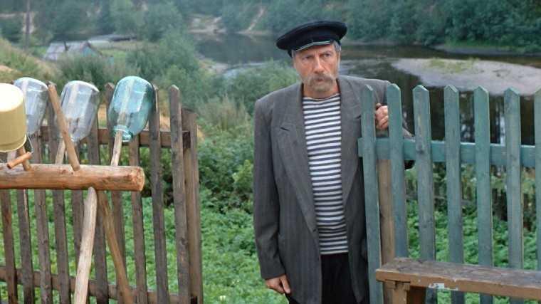 """Кадр из фильма """"Любовь и голуби"""", 1984 год."""