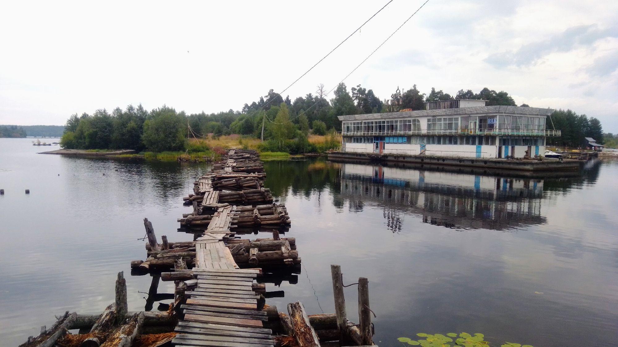 Мост, ведущий на остров Заяц. Пиндуши. 2021 год.