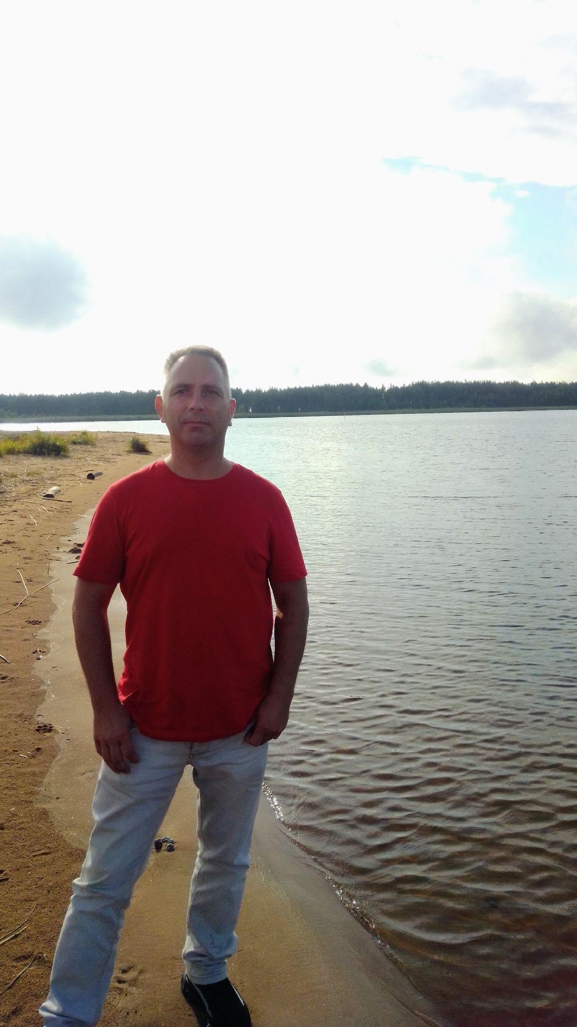 На берегу реки Водлы у входа в Онежское озеро