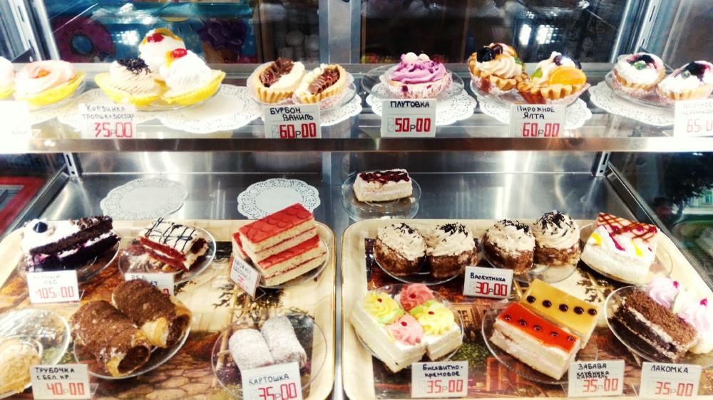Пирожные в кафе Ням-няшки