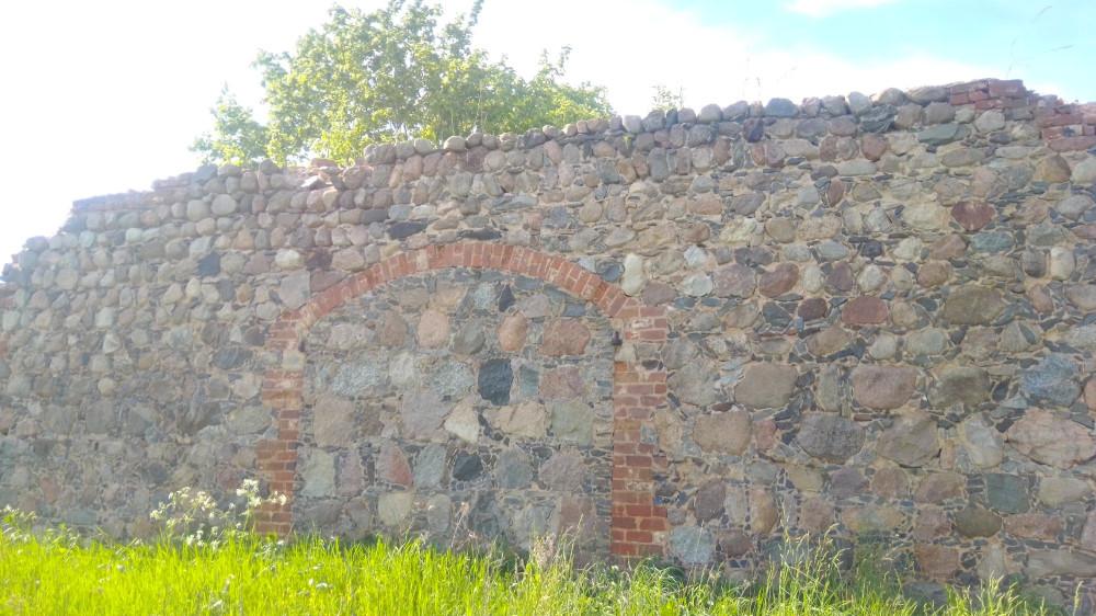 Стена из камней