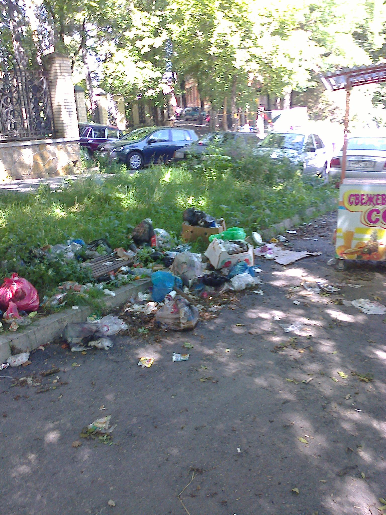 вход в парк-церковь и  сан.Узбекистан