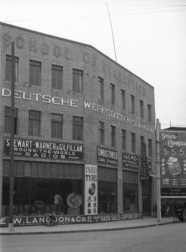 1102-DW 1937-1941 Historic photo