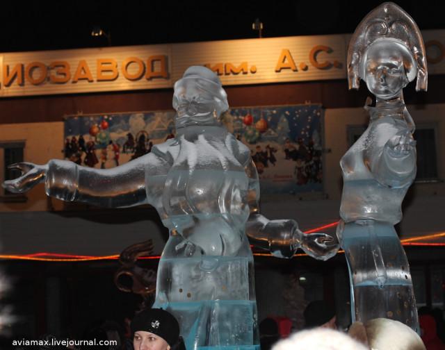 Дед мороз снегурочка ледовые скульптуры