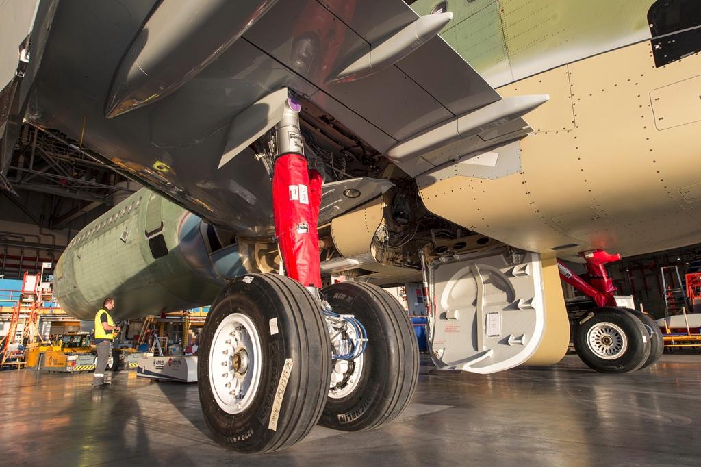 10MSN_5681_UTair_LandingGear_10