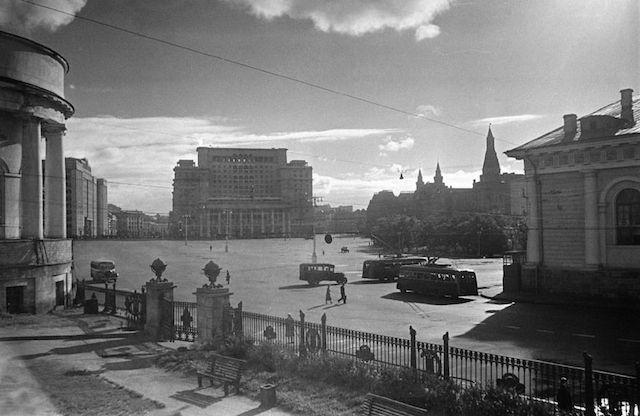 манежная-1950