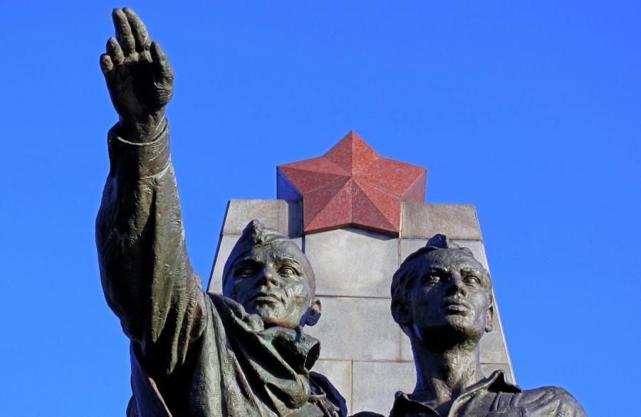 7028627-pomnik-zolnierzy-radzieckich-900-586