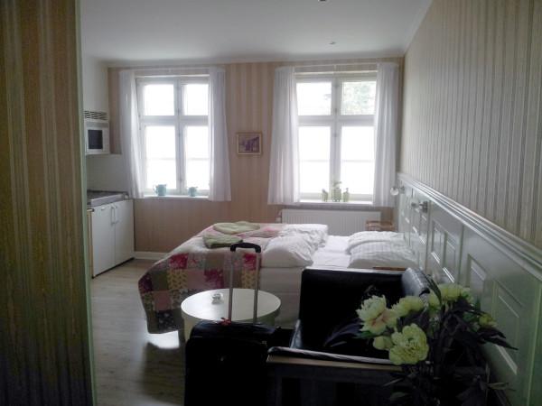 14_Hotel_Oasen_Room_1.jpg