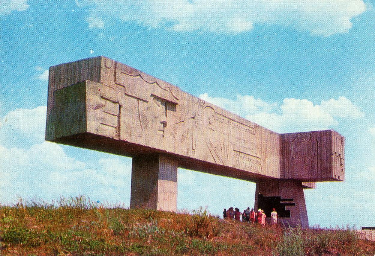 Krasniy Luch - Monument-shlagbaum_resize