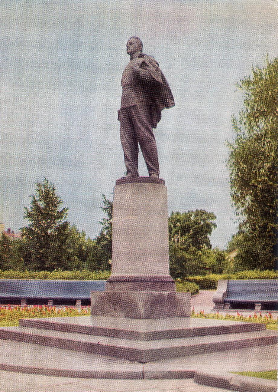 Kazan - Pamyatnik Ulyanovu_resize