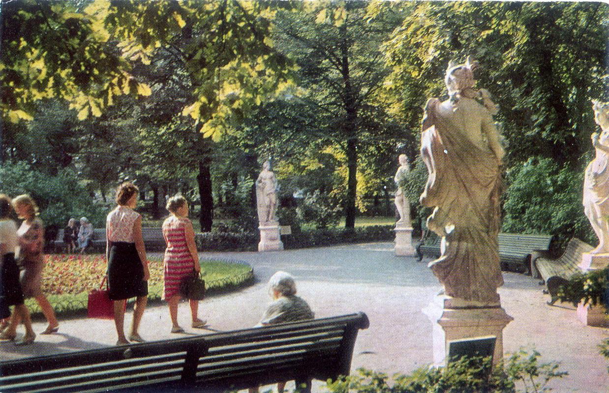 Letniy sad - Alleya Statui raboty italyanskih masterov_resize