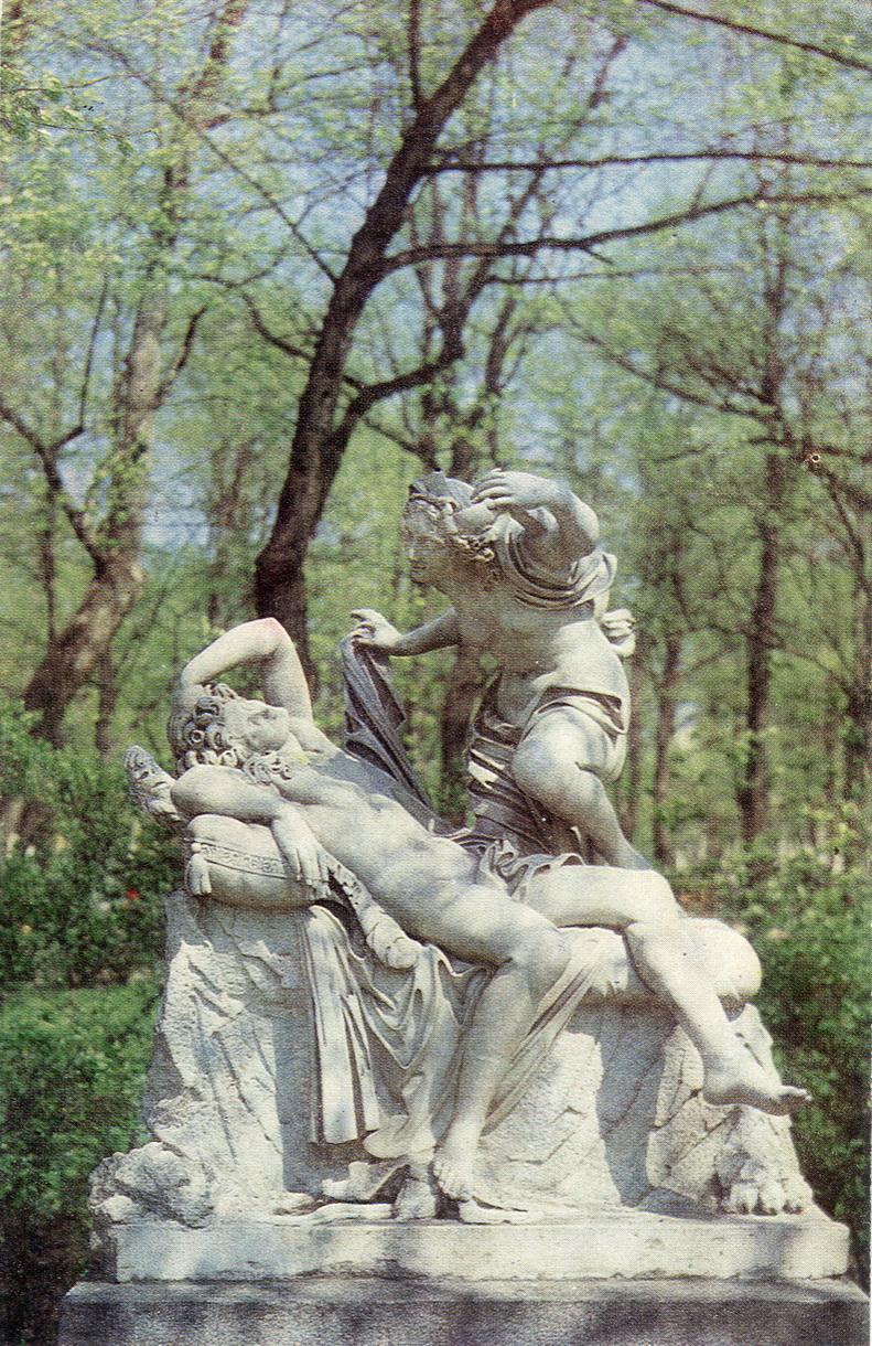 Letniy sad - Skulpturnaya gruppa Amur i Psiheya_resize